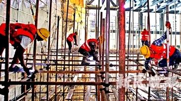 """高温天直击宛平剧院建设现场:""""中国折扇""""将于明年初夏新装亮相"""