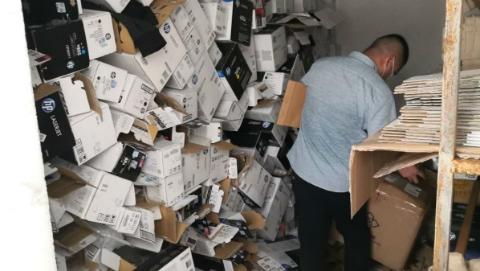 涉案金额200余万元!回收旧硒鼓灌粉贴标卖 黄浦警方破获产、销假冒硒鼓案