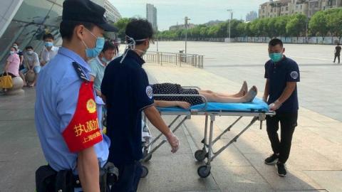 怀孕7个月孕妇候车突发昏厥,铁路民警紧急救助