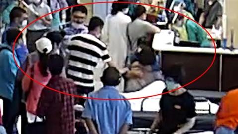失忆流浪汉上海漂泊3年,与酒为伴生命垂危,警方相助终与家人团圆