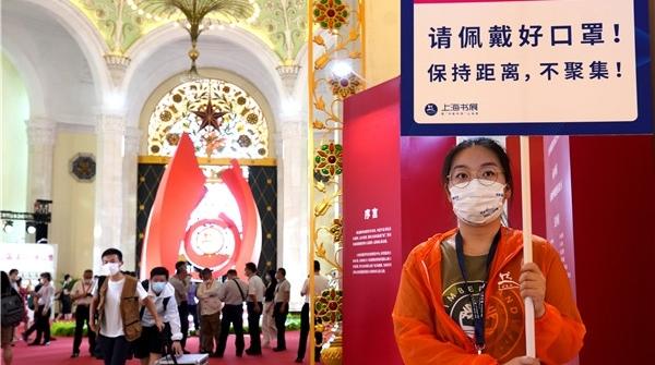 """防疫尽心逛展安心!为了天南地北的爱书人,上海书展筑起一道道""""防线"""""""