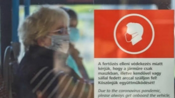 """布达佩斯公交车对不戴口罩者说""""不"""""""