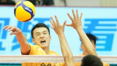 上海男排两连胜挺进联赛八强:三张新面孔表现抢眼
