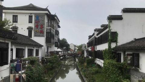 尝海鲜美食、住星级民宿……金山嘴渔村:乡村旅游促发展 海渔风情引客来