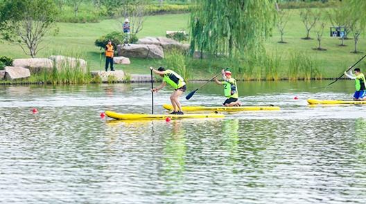 皮艇桨板爱好者争相逐浪 长三角皮艇桨板邀请赛开赛