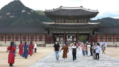 韩国宣布暂时解除首都圈加强版防疫措施