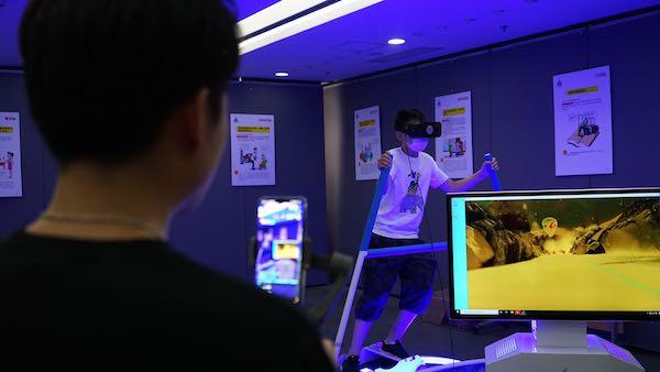 """戴上VR眼镜""""体验""""冬奥会集训 上海这场气象科普展有点好玩"""