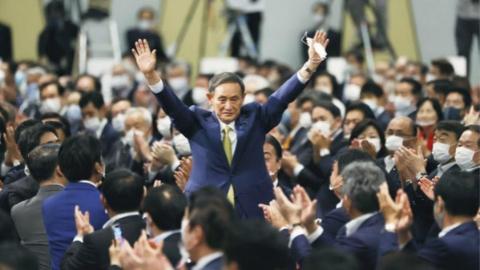 """农民之子的""""王者逆袭""""!菅义伟当选日本自民党新总裁 即将问鼎首相宝座"""