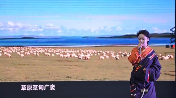 《格萨尔王传》说唱在大世界响起,见证上海黄浦与青海玛多的十年情谊