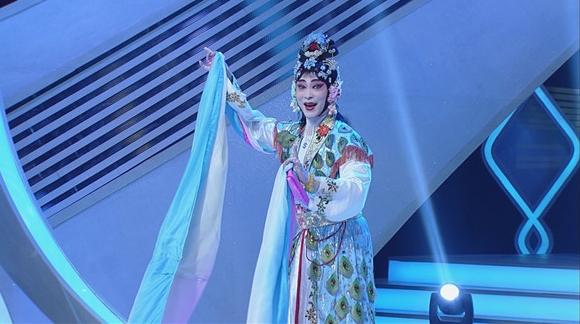 """艺术点亮平凡人生,""""大民星""""圆梦戏曲舞台"""