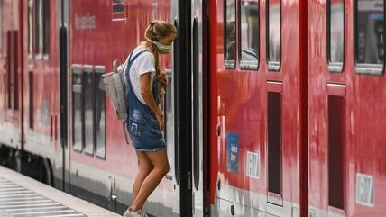 德国智库上调今年德国经济预期 今年将下滑5.2%