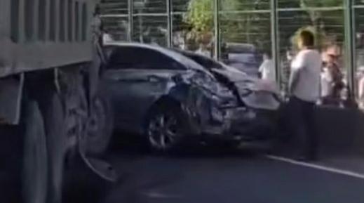 几乎同时发生两起三车相撞事故!今天上午沪昆高速有点堵