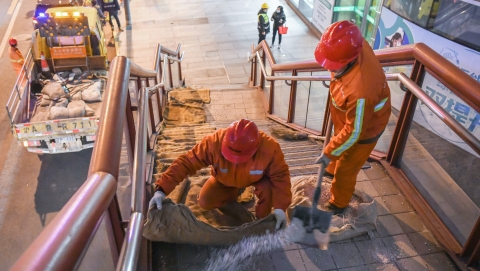 大城治理·城运中心记事|忙而不乱!直击上海城郊迎战2021年首波严寒