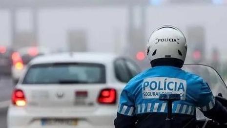 开车打电话罚款还扣分!葡萄牙处罚条例正式生效