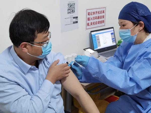 强生出租驾驶员正接种疫苗 采访对象供图.png
