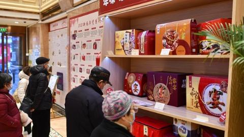 年夜饭新吃法受到市民青睐 上海餐企加紧推进半成品大礼包设计生产