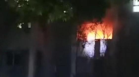 今天凌晨松江区一小区居民家中发生火灾 无人员伤亡
