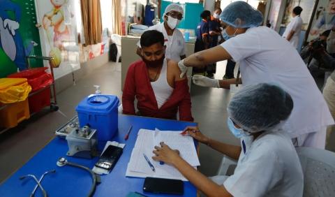 """启动疫苗接种首日,印度遭遇""""线上状况"""""""