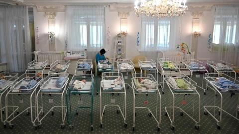 """""""代孕之都""""乌克兰:出借子宫的母亲和惨遭""""退货""""的宝宝"""