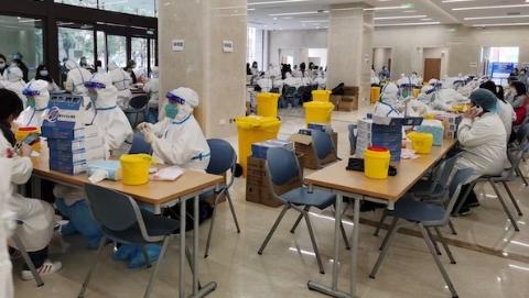 今天,全市各大医疗机构开展全院全员核酸检测工作