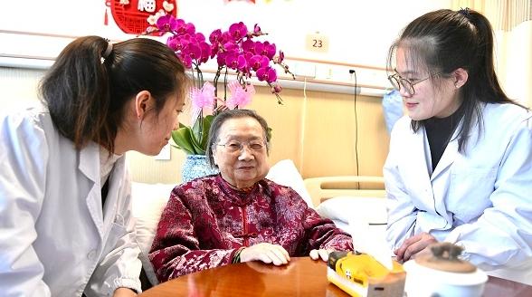 """百岁国医大师行医济世八十载 被誉为""""妇科圣手""""的她要在中国当一辈子中医"""