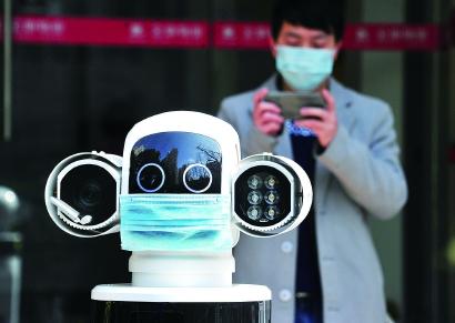 """服务机器人""""点燃""""上海未来三年产业创新发展 大白们将深入更多生活场景"""