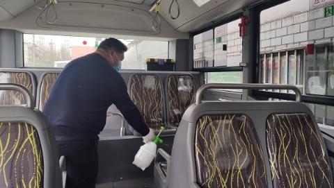 公交升级疫情防控措施,增加空调滤网消毒频次