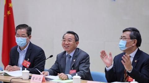 市政协主席董云虎参加分组会议讨论