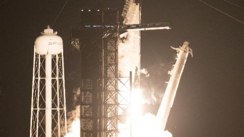 莫斯科2024年开建运载火箭送宇航员奔月