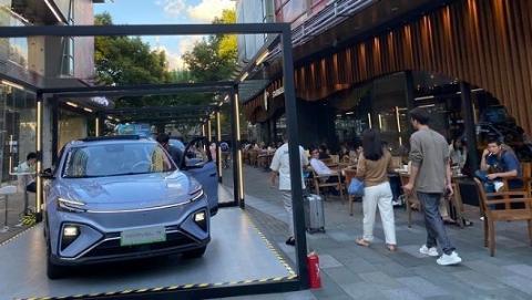新能源车展首次走进社区 在家门口边逛商场边赏潮车