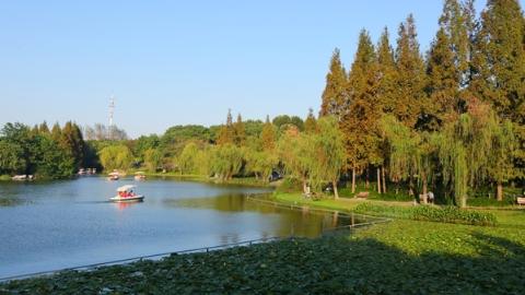 海上搜园记   闵行体育公园:到湖边吹吹风看看风景