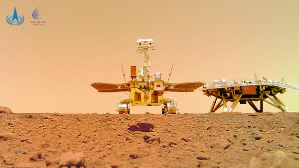 """图说:6月11日公布的由祝融号火星车拍摄的""""着巡合影""""图 新华社发(国家航天局供图).JPG"""