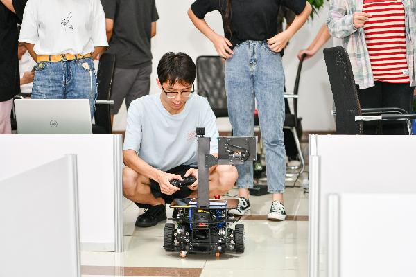 熬通宵也值!大学生机器人与人工智能应用创新邀请赛举行