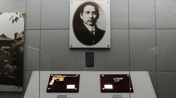 避难伦敦获赠防身,辛亥革命后不忘英士赠作纪念——在上海探寻孙中山一把手枪背后的历史风云