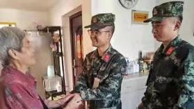 七旬老奶奶突发疾病,武警官兵紧急救助