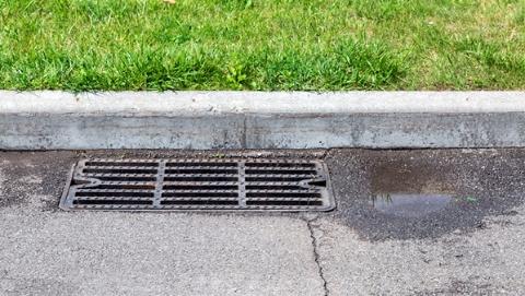 小区雨污改造时为何粪水外溢?公益诉讼督促整改