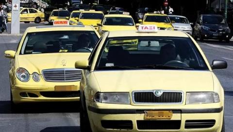雅典一出租车司机高价宰客还破口大骂!警方发出通缉令
