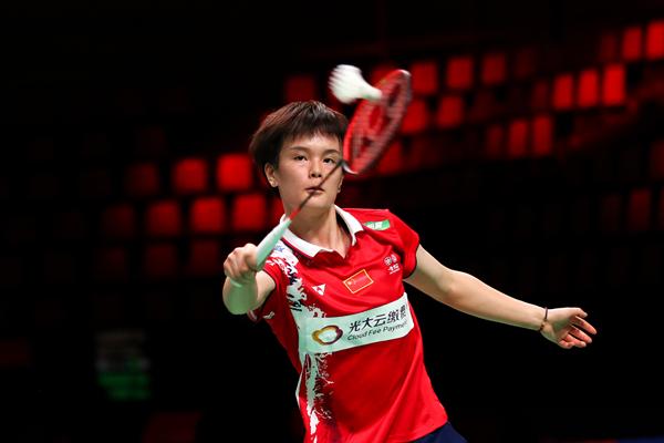 中国队选手王祉怡在女单比赛中以2比1战胜丹麦队选手克亚尔菲尔德-新华社downLoad-20211013132738_副本.jpg
