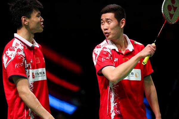 中国队选手刘成(右)、王懿律在男双比赛中以2比0战胜荷兰队选手比克、瓦辛克-新华社downLoad-20211013133645_副本.jpg