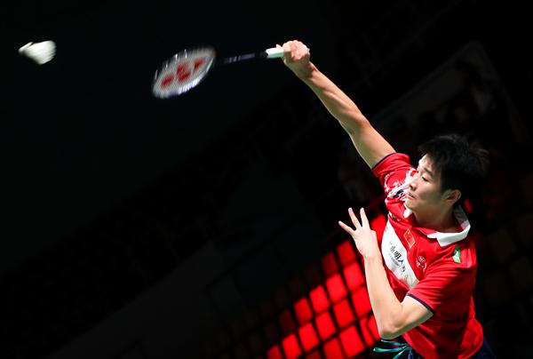 中国队选手李诗沣在男单比赛中以2比0战胜荷兰队选手梅斯曼-新华社downLoad-20211013133706_副本.jpg