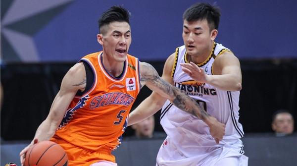 """季前热身赛两连败,""""输在起跑线上""""的上海男篮要如何""""鲨""""回巅峰?"""