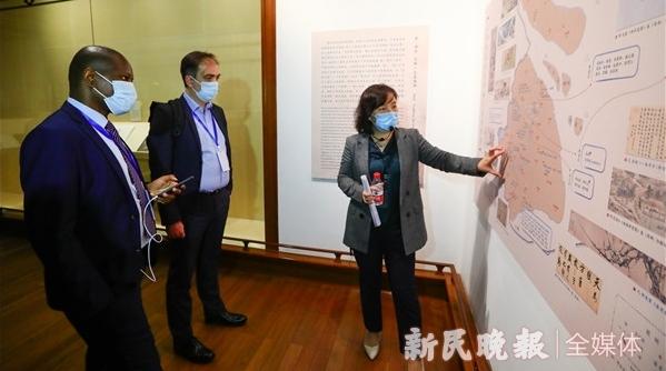 这群来自世界中国学论坛的客人,被上博奇妙夜的中国文化迷住了!