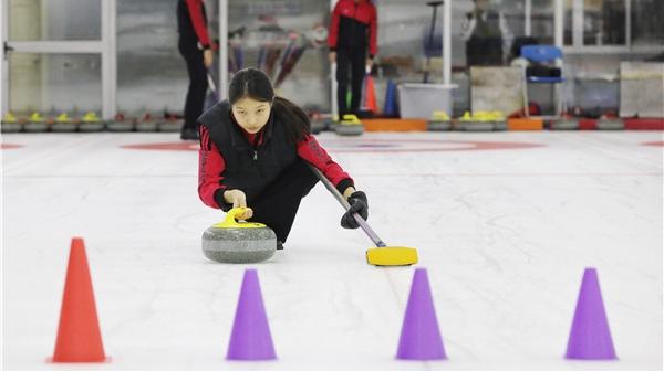 体育之育丨体教结合走出新路,让更多上海小囡上冰推壶