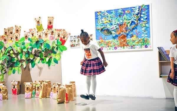这所幼儿园为何把少儿作品搬进专业美术馆?