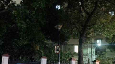 这里明明有路灯,为啥没点亮?