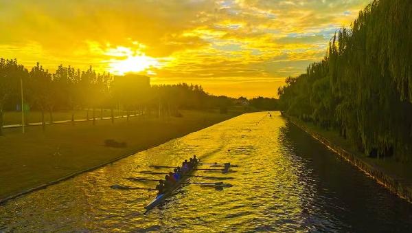 同舟河上同舟共济的同济大学赛艇队,这周末要去苏州河劈波斩浪了