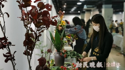 """""""美在生活中"""" 上海市民海派插花大赛决赛举行"""