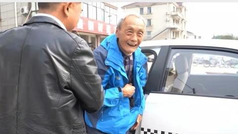 还差一门理论考试就能拿驾照了!82岁老伯成为上海最年长学车者
