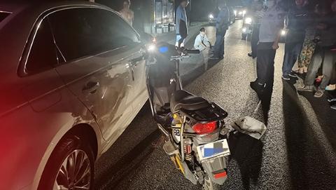 违规使用远光灯引发事故 交警判定负次要责任