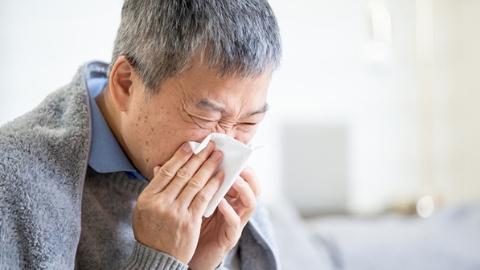 新民快评|织牢老年人疫情防控网